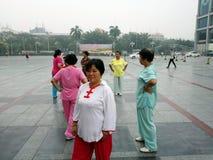 Shenzhen, China: Frauen, die Tai Chi üben Lizenzfreie Stockfotografie