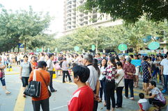 Shenzhen, China: the gate of the school gathered parents shuttle children Stock Photography