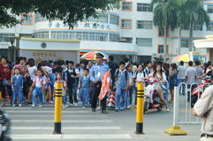 Shenzhen, China: the gate of the school gathered parents shuttle children Stock Photos