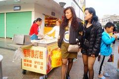Shenzhen, China: haciendo la torta de arroz, ésta es la comida del chino tradicional imagen de archivo libre de regalías