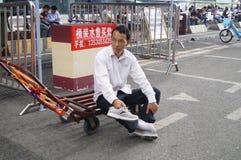 Shenzhen, China: handling goods workers Stock Photo