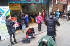 Shenzhen, China: Het Chinese landschap van het Nieuwjaar achter naar huis verkeer Royalty-vrije Stock Foto