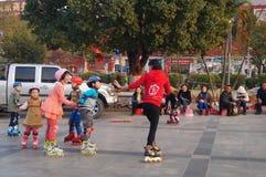 Shenzhen, China: het openlucht schaatsen Stock Afbeeldingen