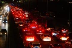 Shenzhen, China: het verkeerslandschap van Nationale Weg 107 bij nacht Stock Afbeelding
