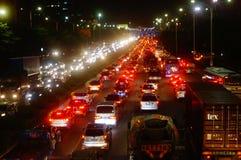Shenzhen, China: het verkeerslandschap van Nationale Weg 107 bij nacht Stock Afbeeldingen