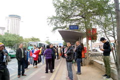 Shenzhen China: het wachten op busmensen Royalty-vrije Stock Afbeelding