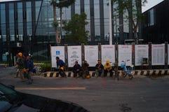 Shenzhen, China: het werk van arbeiders in de qianhai vrijhandelszone Stock Foto