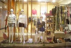 Shenzhen, China: janela da roupa Foto de Stock Royalty Free