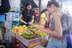 Shenzhen, China: kaufen Sie Frucht Lizenzfreie Stockfotografie