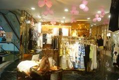 Shenzhen, China: kaufen Sie Kleidung Lizenzfreies Stockfoto