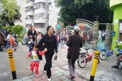 Shenzhen, China: kindergarten afternoon after school, parents take their children home Stock Photo