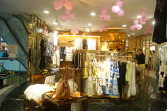 Shenzhen, China: koop kleding Royalty-vrije Stock Foto