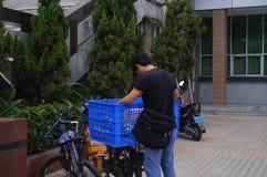 Shenzhen, China: Kurierpersonal Lizenzfreie Stockfotografie