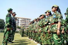 Shenzhen China: lage school studenten in militaire opleiding Royalty-vrije Stock Fotografie