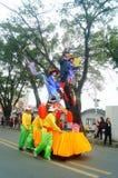 Shenzhen, China: las actividades populares tradicionales del desfile del piaose, niños que llevan los trajes antiguos volean la d Fotos de archivo