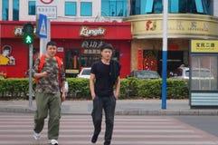 Shenzhen, China: linha tráfego rodoviário da zebra da cidade Imagem de Stock Royalty Free