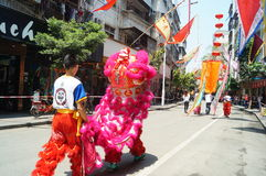 Shenzhen, China: lion dance to celebrate the temple Royalty Free Stock Images