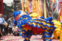 Shenzhen, China: lion dance to celebrate the temple Stock Photos