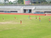 Shenzhen, China: los estudiantes están jugando a fútbol Fotos de archivo libres de regalías