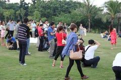Shenzhen, China, los turistas tomaba imágenes Fotografía de archivo libre de regalías