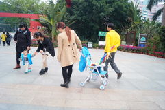 Shenzhen, China: Lotus Hill-parkbezoekers Stock Foto's
