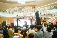 Shenzhen, China: male and female fans are waiting to watch Hongkong actress Myolie Wu D. Male and female fans wait to watch Hong Kong star hu xinger arrive at Stock Photos