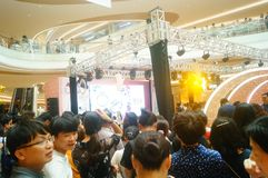 Shenzhen, China: male and female fans are waiting to watch Hongkong actress Myolie Wu D. Male and female fans wait to watch Hong Kong star hu xinger arrive at Stock Photo