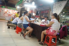 Shenzhen, China: market vendors play cards at noon Stock Photography