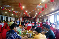 Shenzhen, China: mensen in het restaurant. Royalty-vrije Stock Foto's