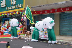 Shenzhen, China: mobile phone store promotions. Shenzhen Baoan Xixiang commercial street, May 1st Labor Day, mobile phone store promotions, lion dance, draw and Royalty Free Stock Images