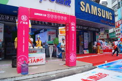 Shenzhen, China: mobile phone store promotions. Shenzhen Baoan Xixiang commercial street, May 1st Labor Day, mobile phone store promotions, lion dance, draw and Royalty Free Stock Photos