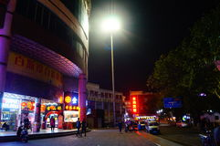 Shenzhen, China: Nachtstraßenbild Lizenzfreie Stockfotografie