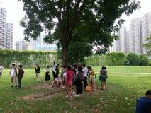 Shenzhen, China: openluchtactiviteiten voor jonge mannen en vrouwen Stock Afbeelding