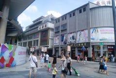 Shenzhen, China: Paisagem do leste da rua comercial da porta Foto de Stock