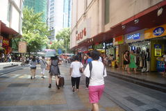 Shenzhen, China: Paisagem do leste da rua comercial da porta Fotos de Stock