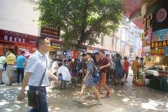 Shenzhen, China: Paisagem do leste da rua comercial da porta Imagem de Stock