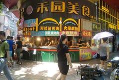 Shenzhen, China: Paisagem do leste da rua comercial da porta Imagem de Stock Royalty Free