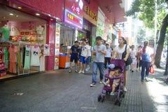 Shenzhen, China: Paisagem do leste da rua comercial da porta Imagens de Stock Royalty Free
