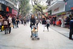 Shenzhen, China: Paisagem pedestre comercial da rua de Xixiang Foto de Stock