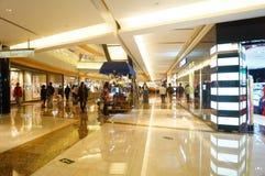 Shenzhen, China: paisaje del interior de la alameda de compras fotos de archivo