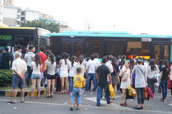 Shenzhen, China: people waiting for the bus Royalty Free Stock Photos