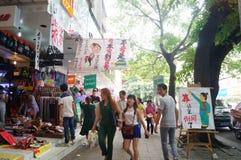 Shenzhen, China: promociones de la tienda del teléfono móvil Imagen de archivo libre de regalías