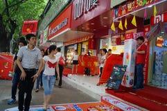 Shenzhen, China: promociones de la tienda del teléfono móvil Imagen de archivo