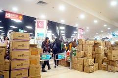 Shenzhen, China: Promociones del supermercado del EÓN Fotografía de archivo