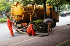 Shenzhen, China: sanitation workers to clean up the sewers Stock Photo
