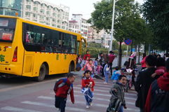 Shenzhen, China: school bus to send their children home Stock Images