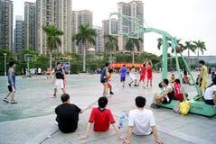 Shenzhen China: speel basketbal Royalty-vrije Stock Foto
