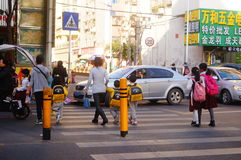Shenzhen, China: students cross traffic junctions Royalty Free Stock Photos
