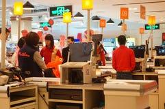 Shenzhen, China: Supermarktkasse Stockbild