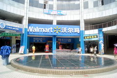 Shenzhen, China: supermercado del wal-centro comercial imagen de archivo libre de regalías